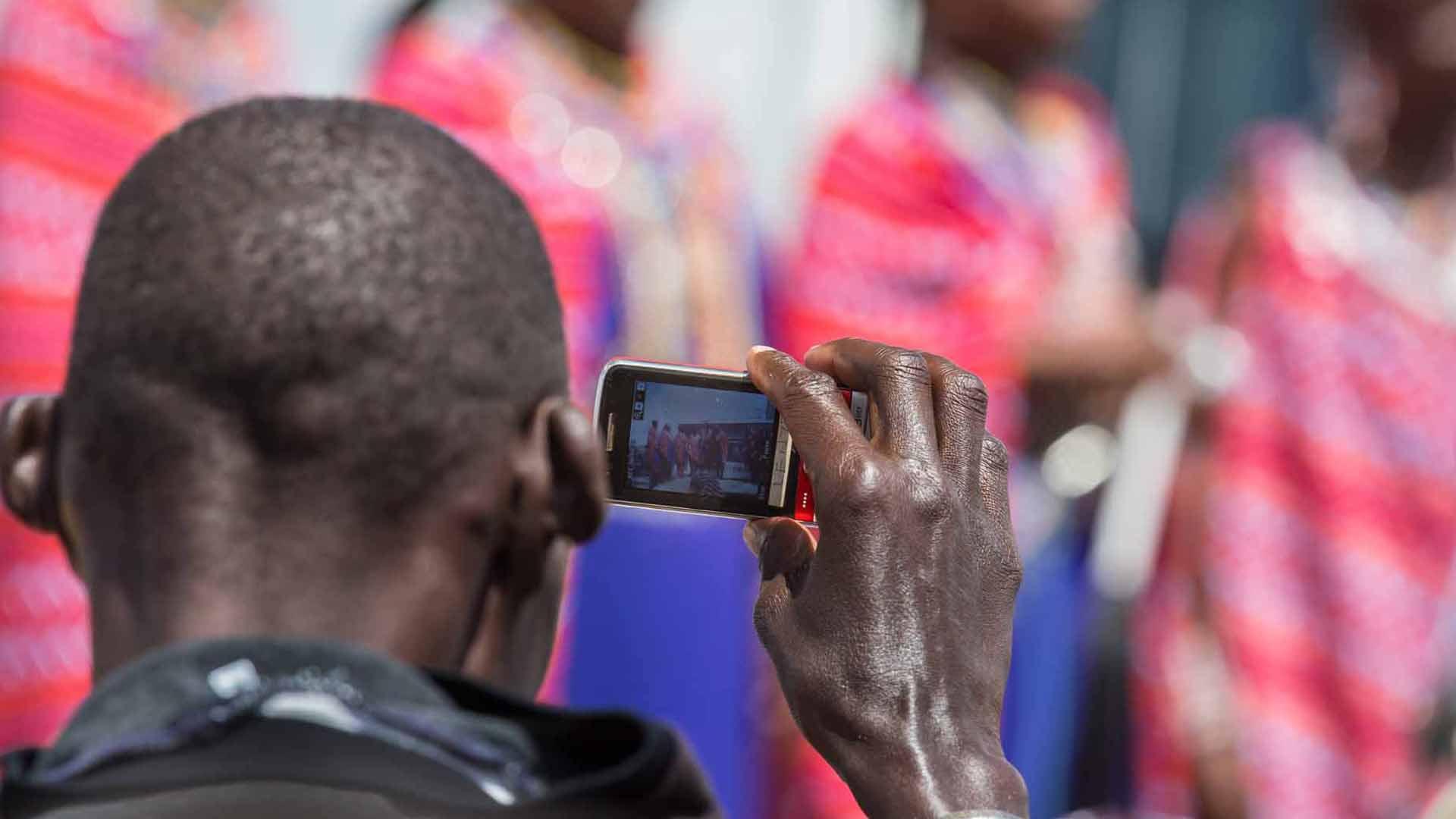masai-taking-photo
